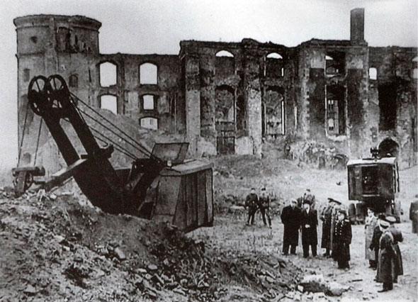 Поисковые работы на месте руин Королевского замка (60-е годы)