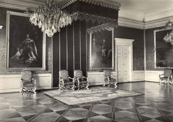 Тронный зал с портретами прусских королей в замке Кёнигсберг.